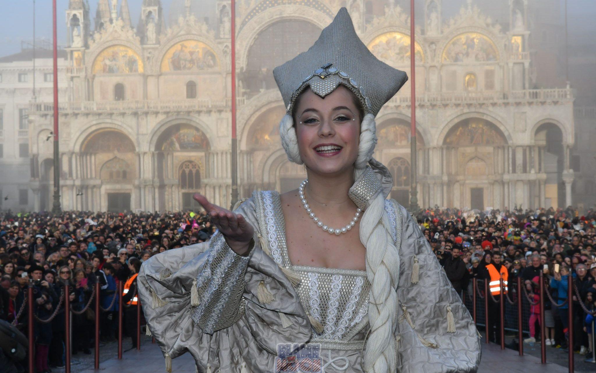 ... del Carnevale 2020. resSAM carnevale di venezia 2019 svolo e maria sul  palco 714 7aaf5bf510b